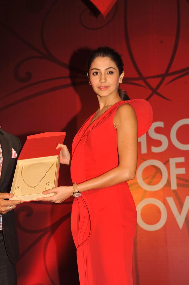 Anushka Sharma Launches Gitanjali Jewels New Collection