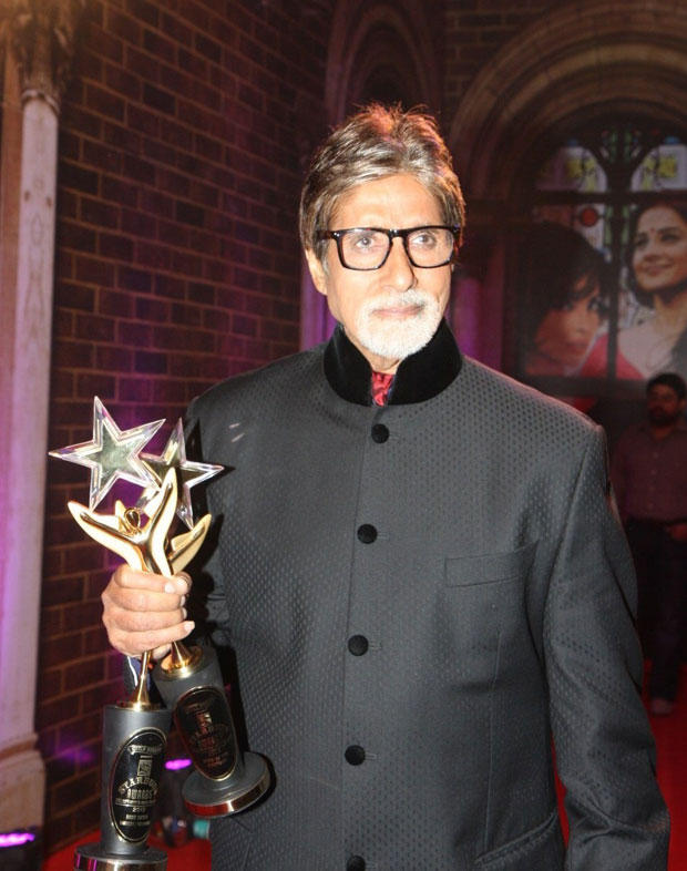 Amitabh Posed With The Awards At Stardust Awards 2013