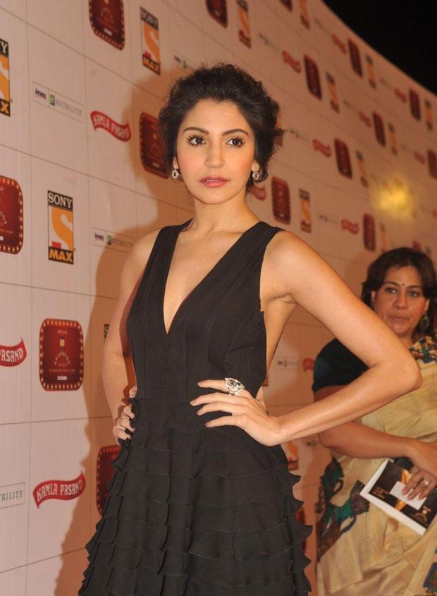 Anushka Sharma Ruffled Up In Giorgio Armani Gown At Stardust Awards 2013