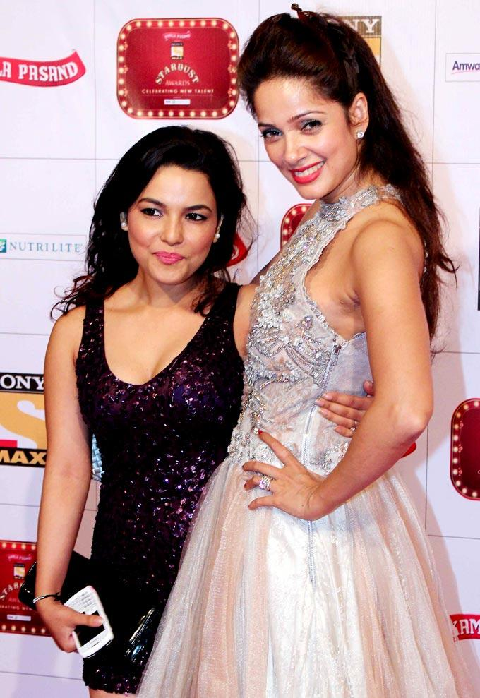 Chitrashi With Vidya Gorgeous Smiling Pose At Stardust Awards 2013