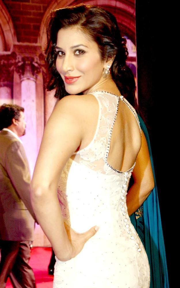 Sophie Hot Back Look Pose In A Manav Gangwani Gown At Stardust Awards 2013