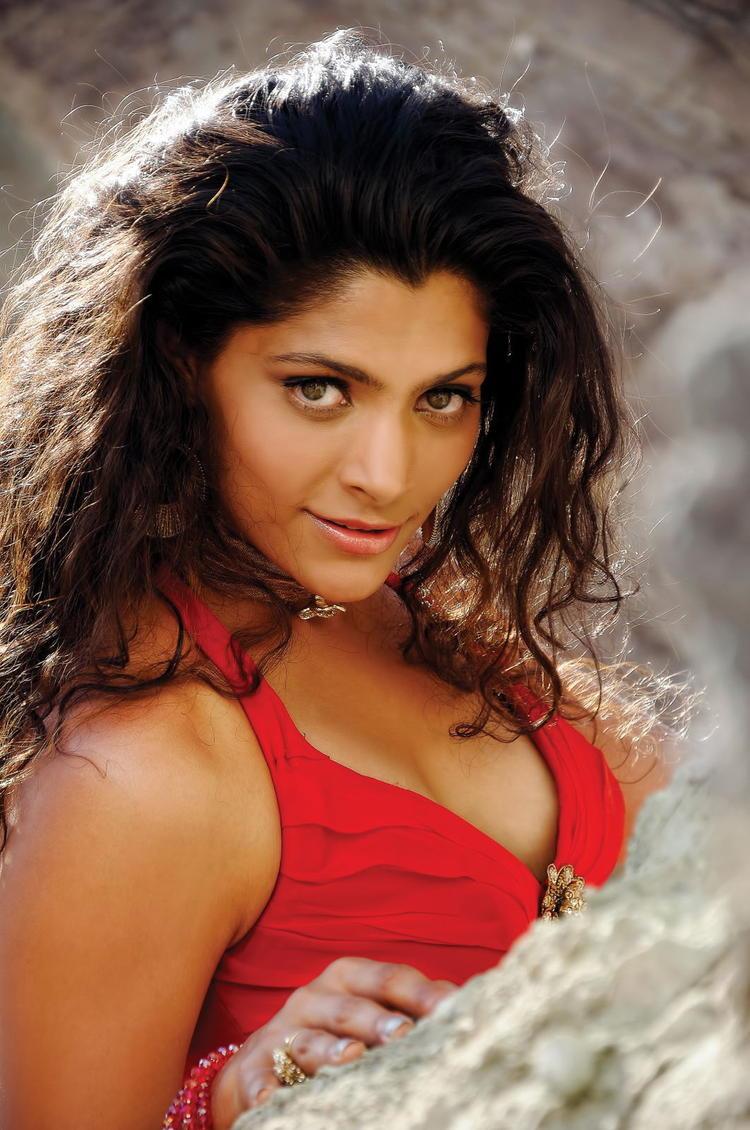 Amruta Patki Sexy Expression Photo From Telugu Movie Rey