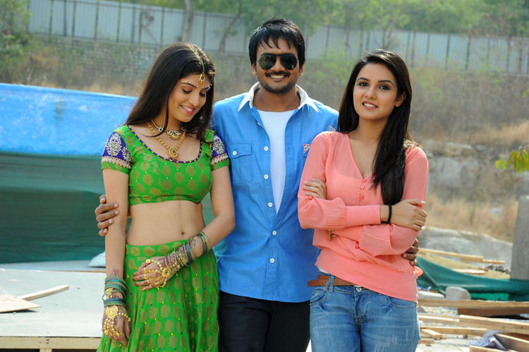 Sairam With Priyadarshini And Jasmine Smiling Pose At Dilnnodu Movie Press Meet