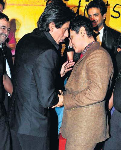 Shahrukh Khan And Aamir Khan Chatting Still