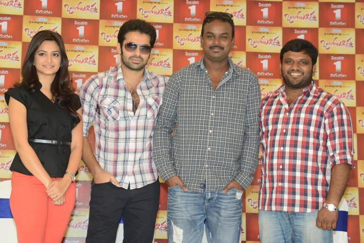 Director Bhaskar,Ram And Kriti Posed For Camera At Ongole Gitta Movie Press Meet