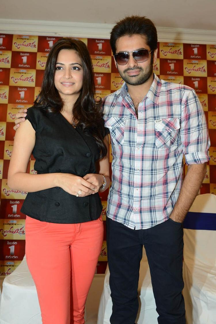 Ram And Kriti Strike A Pose At Ongole Gitta Movie Press Meet
