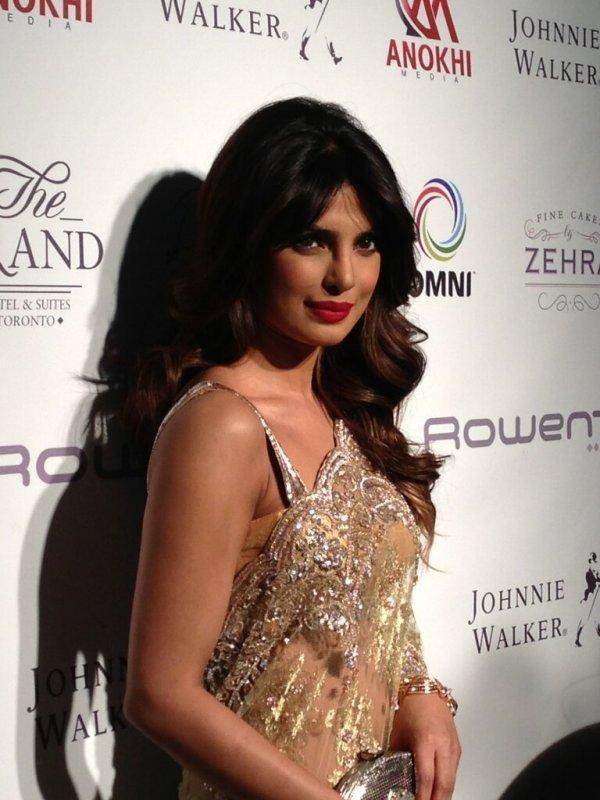 Priyanka Chopra Gorgeous Posed At Anokhi 10th Anniversary Event