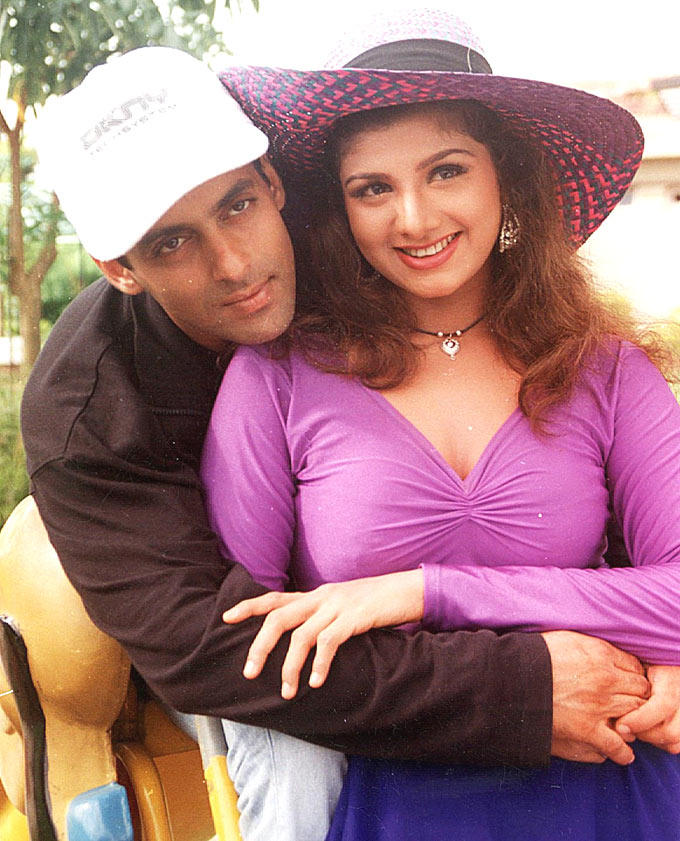 Rambha With Salman Khan Romantic Look Photo