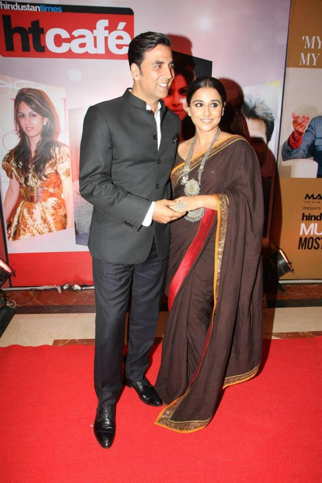 Akshay And Vidya Cosy Pose On Red Carpet At The Hindustan Times Style Award 2013