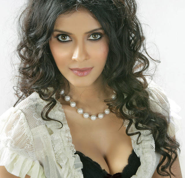 Nandana Sen Trendy Looking Photo Still