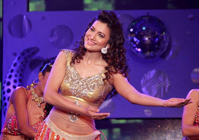 Gauhar Dashing Performance At Great Women Achievers Awards 2013