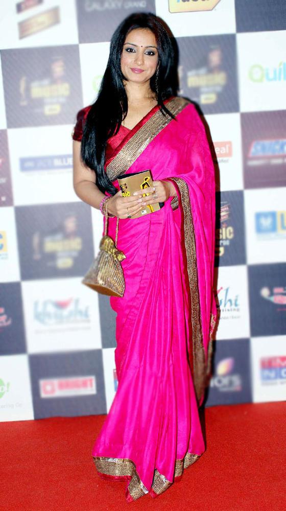 Divya Dutta Gorgeous Look At Radio Mirchi Music Awards Red Carpet 2013
