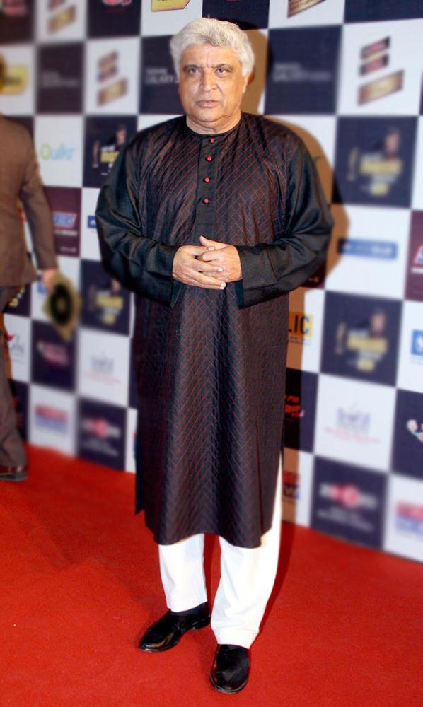 Javed Akhtar Posed At Radio Mirchi Music Awards Red Carpet 2013
