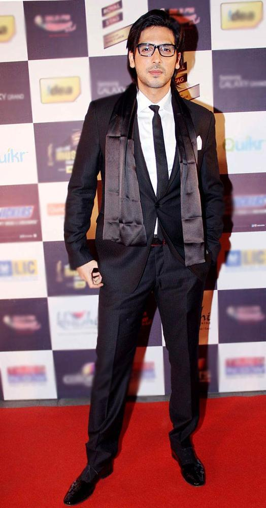 Zayed Khan Stylish Look At Radio Mirchi Music Awards Red Carpet 2013