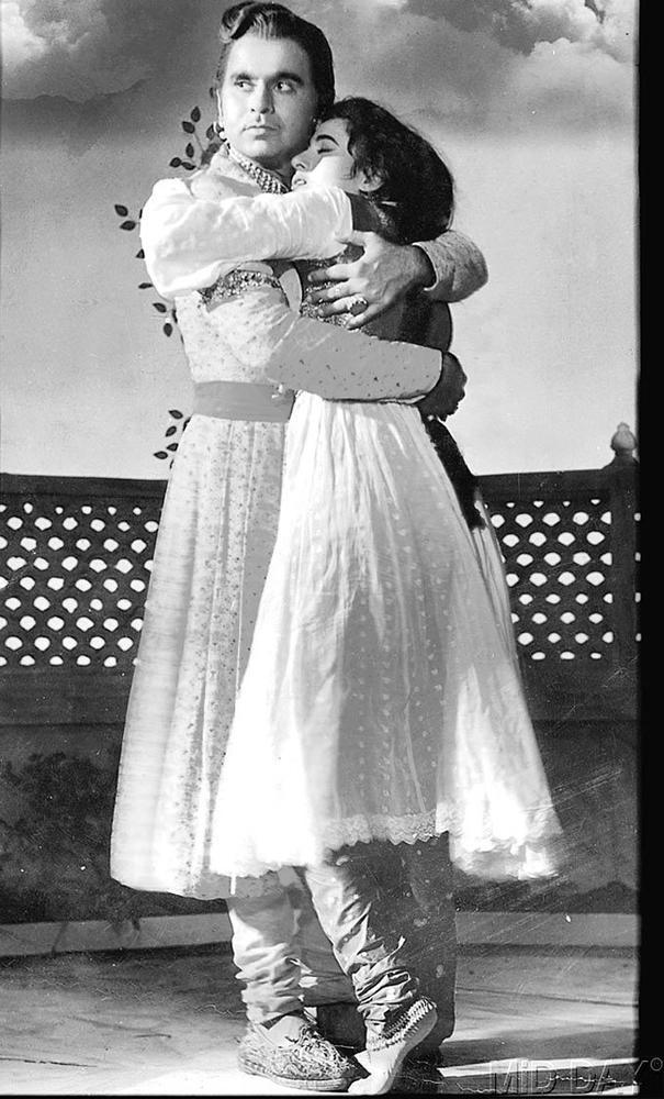 Madhubala And Dilip Kumar Hug Still From Movie Mughal E Azam