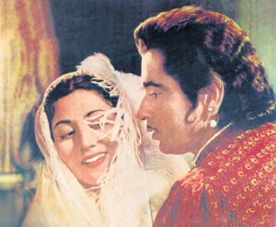 Madhubala And Dilip Kumar Romance Photo From Movie Mughal E Azam