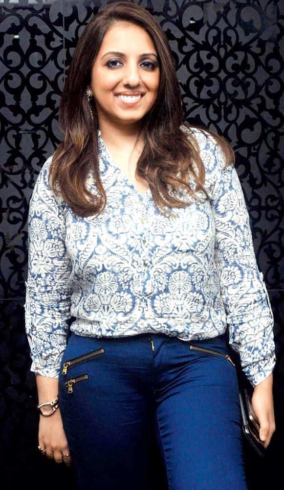 Munisha Khatwani Flashes A Smile At Gehna Valentine Evening Party 2013