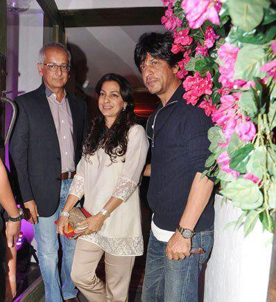 Jai With Wife Juhi And Sharukh Smiling Pose At His Birthday Bash