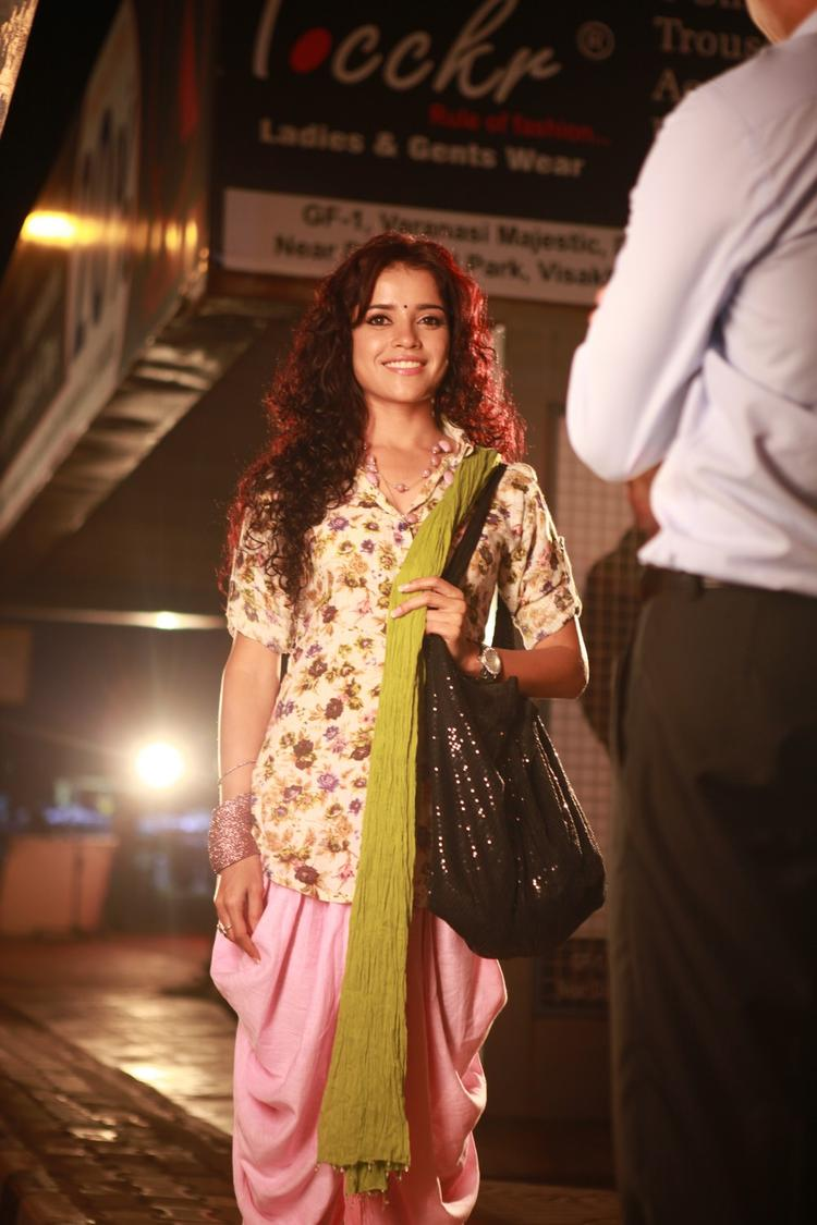 Piaa Bajpai Nice Smiling Still During Working Of Movie Back Bench Student
