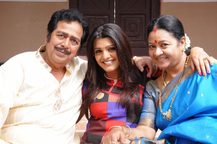 Tashu And Jeeva Smiling Photo Still From Movie Gola Seenu