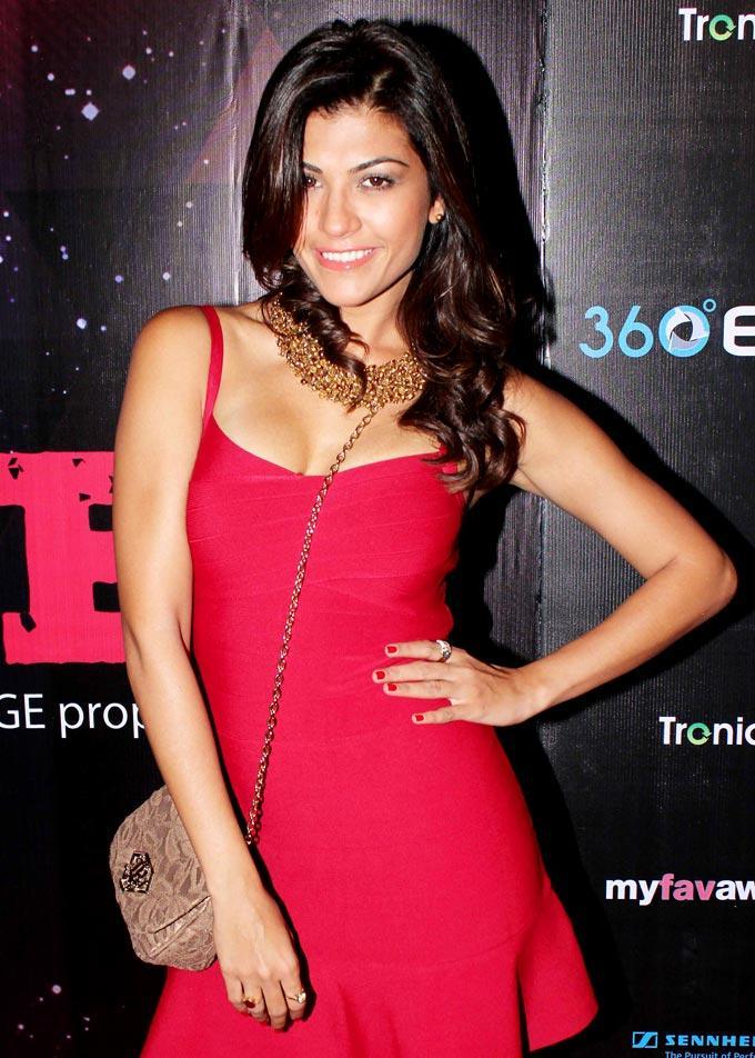 Archana Vijaya Sexy In Red Dress At My Fav DJ Awards 2013