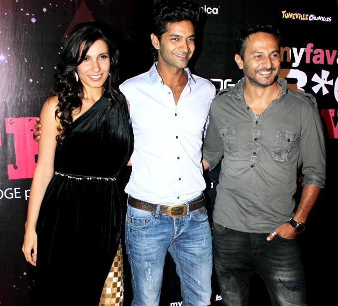 VJ Ramona,Purab And Nikhil Clicked Smiling Pic At My Fav DJ Awards 2013