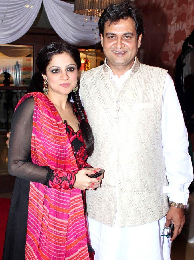 Guests Pose For Shutterbugs At Mushaira Hosted By Kapil Sibal And Anu Ranjan
