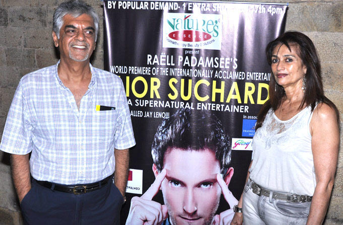 Raju And Esther Daswani Posed For Camera At Lior Suchard Mind Read Show