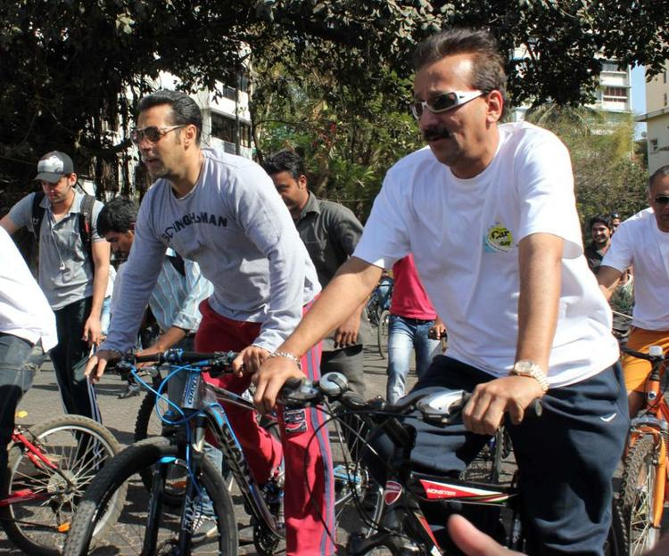 Salman Khan Participating In Mumbai Car Free Day At Carter Road