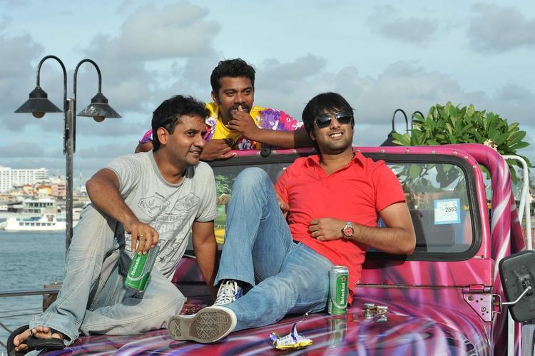 Tarun With Friends Photo Still On Jeep Bunnet From Chukkalanti Ammayi Chakkanaina Abbayi