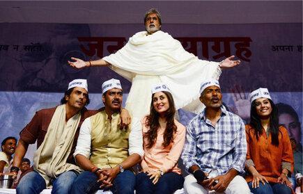 Amitabh,Ajay,Arjun,Kareena,Prakash And Amrita Nice Pose For Camera On The Sets Of Satyagraha