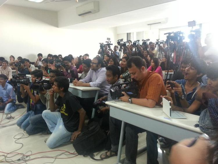 Mithibai College Students Photo Clicked During Promotion Of Movie Chashme Baddoor