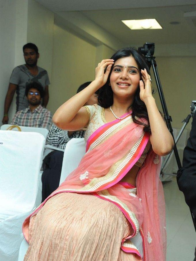 Samantha Smiling Photo Clicked At The Launch Of Diamond Jewellery In Kirtilal Jewellers