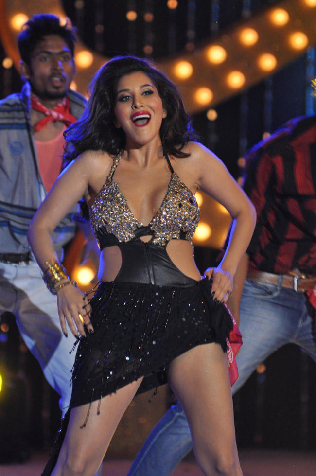 Sophie Choudry Amazing Performance At The Music Launch Of Shootout At Wadala