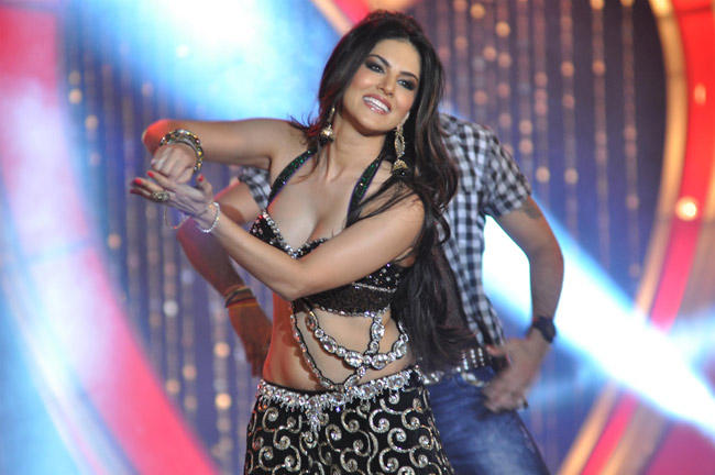Sunny Leone Sizzling Performance At The Music Launch Of Shootout At Wadala