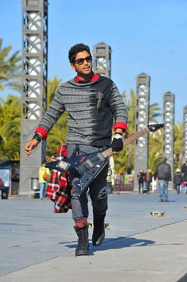 Allu Arjun Awesome Photo Still From Movie Iddarammayilatho