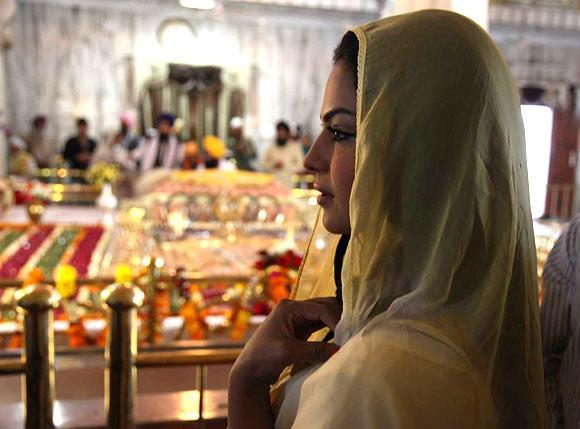 Veena Malik In A Religious Journey At Gurudwara