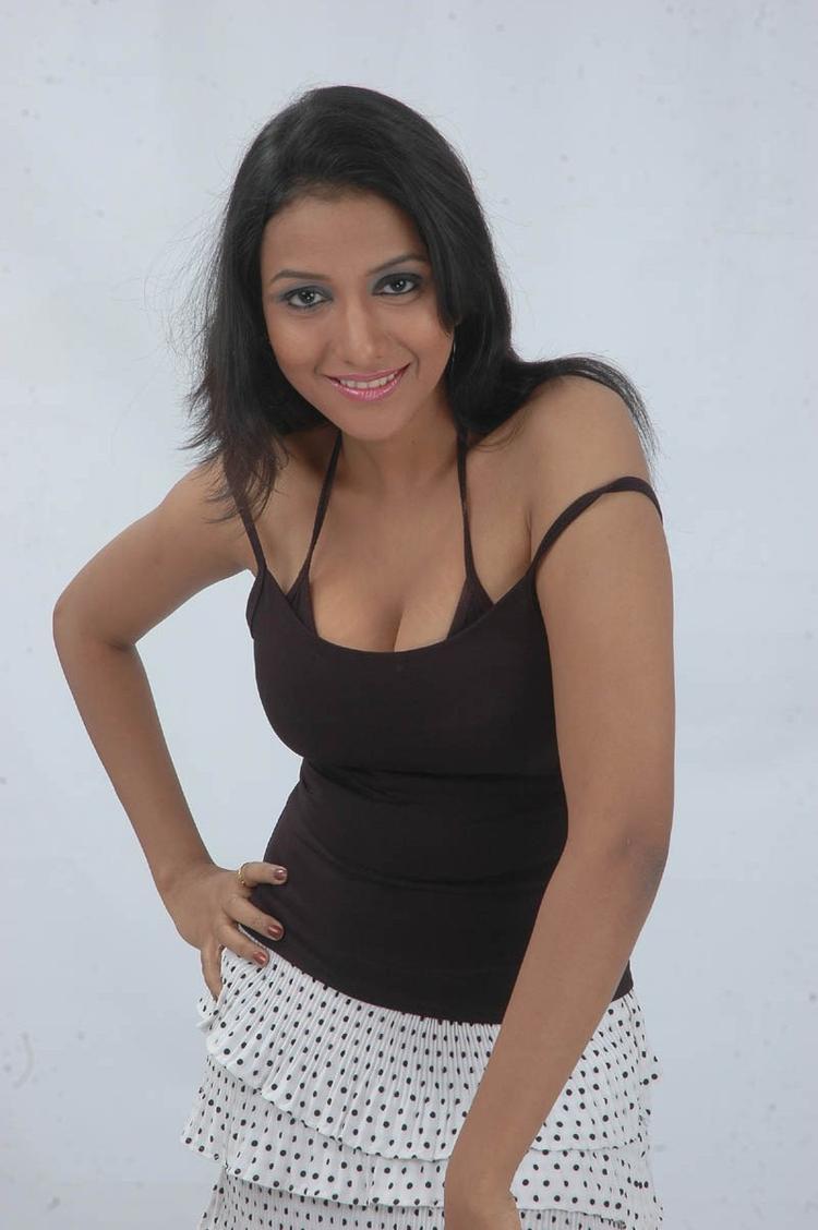 Aksha Sudari Hot Look Photo Still From Movie Lavvata