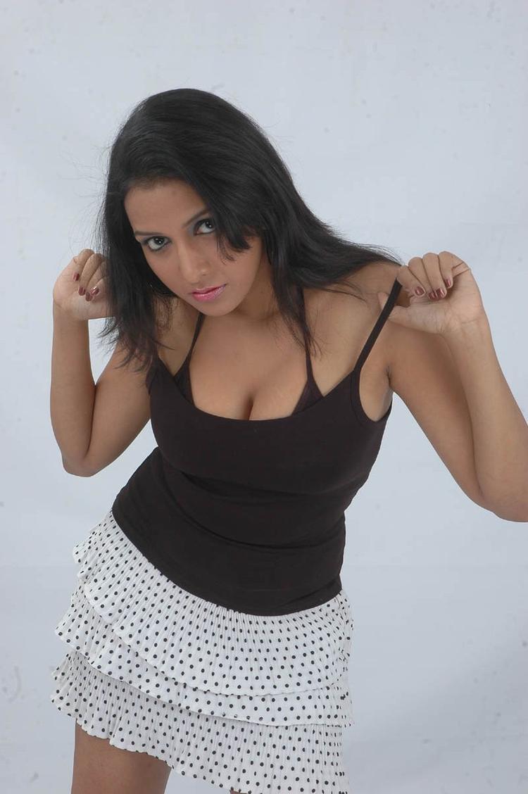 Aksha Sudari Spicy Pose Photo Still From Movie Lavvata