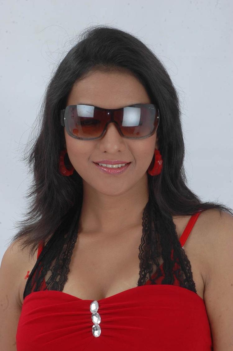 Ujjaini Dashing Look Photo Still From Movie Lavvata