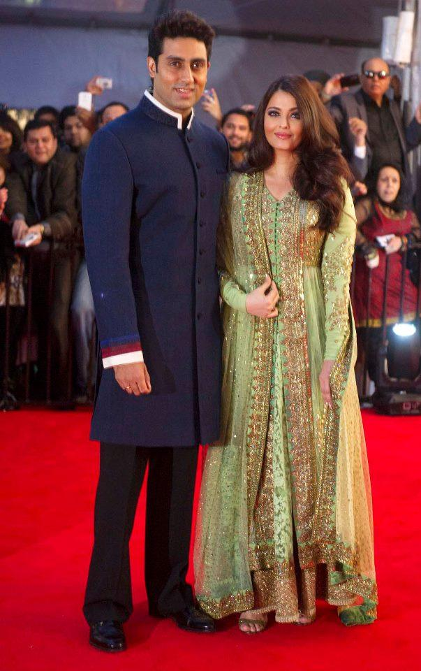 Abhishek With Wife Aishwarya Glamour Look In Red Carpet At TOIFA 2013