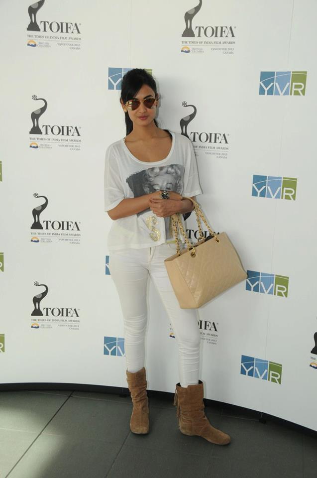 Sonal Chauhan Strikes A Pose At TOIFA 2013