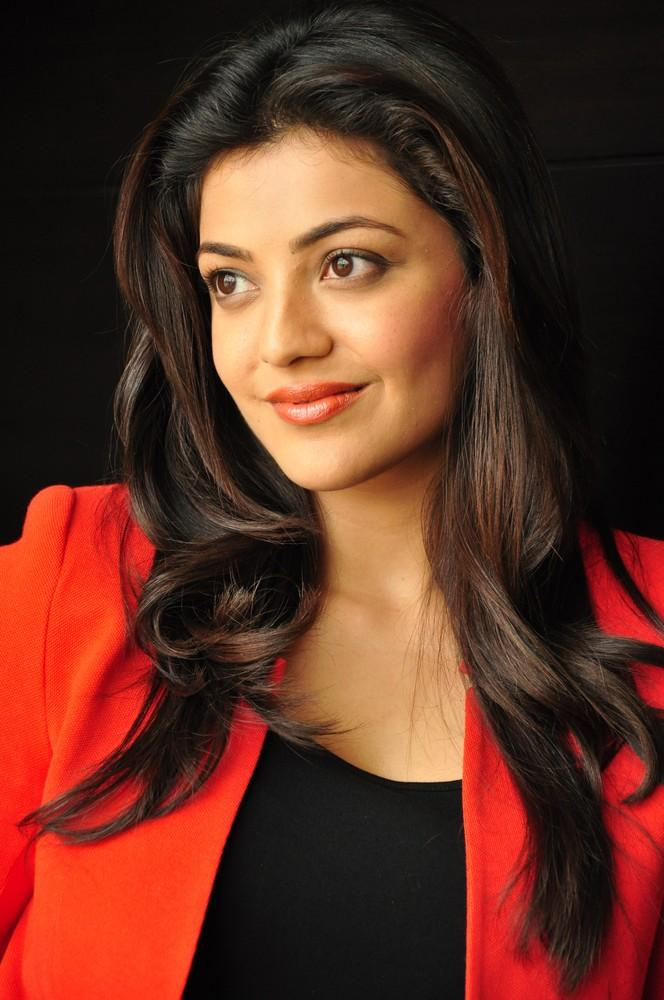 Kajal Completed Her Look With Flowing Hair Photo Still At Baadshah Interview