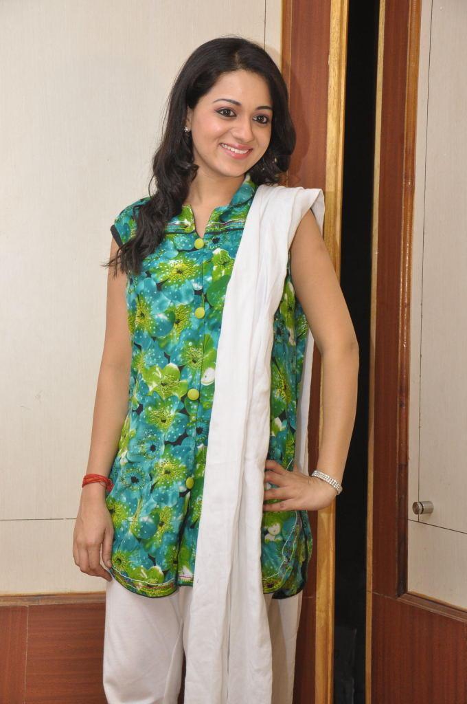 Reshma Cute Look At Jai Sriram Movie Platinum Disc Function