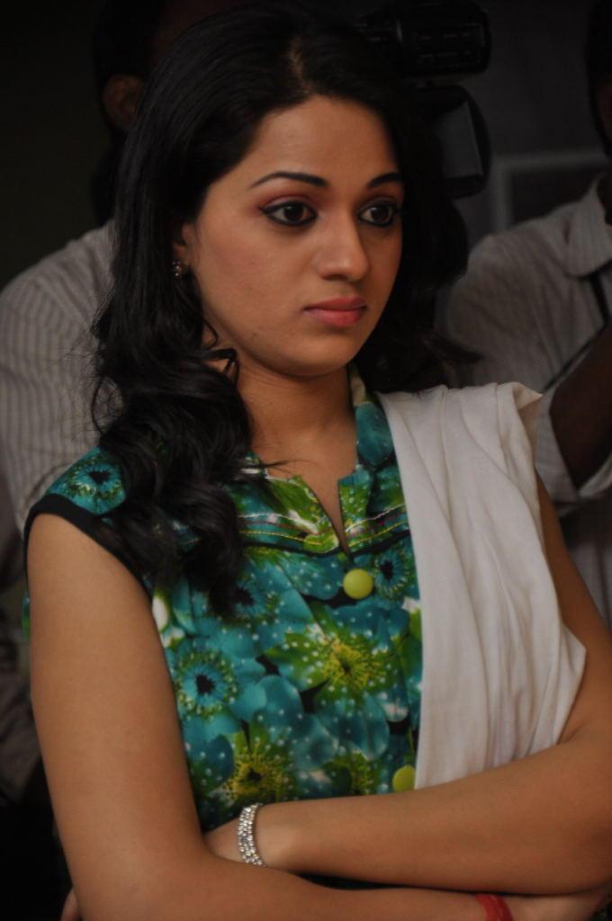 Reshma Hot Eyes Look At Jai Sriram Movie Platinum Disc Function