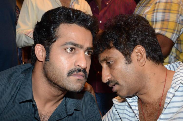 Jr.NTR And Srinu Chatting Still At Baadshah Movie Success Meet