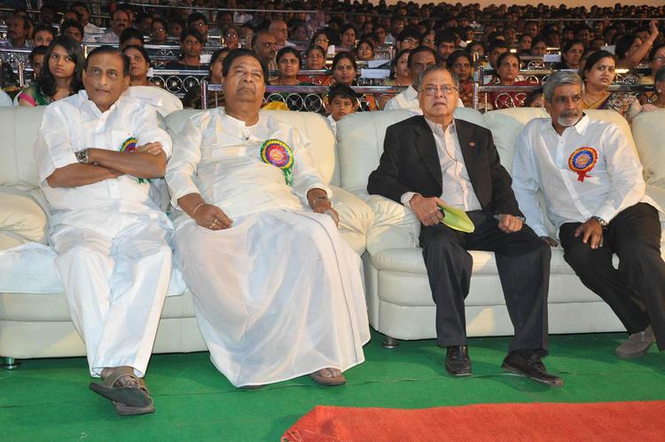 Celeb Guests Are At Nandi Awards 2011 Function