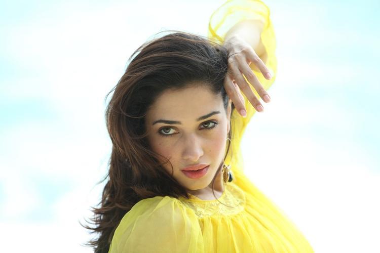 Tamannaah Bhatia Sizzling And Stunning Look Still From Thadaka Movie