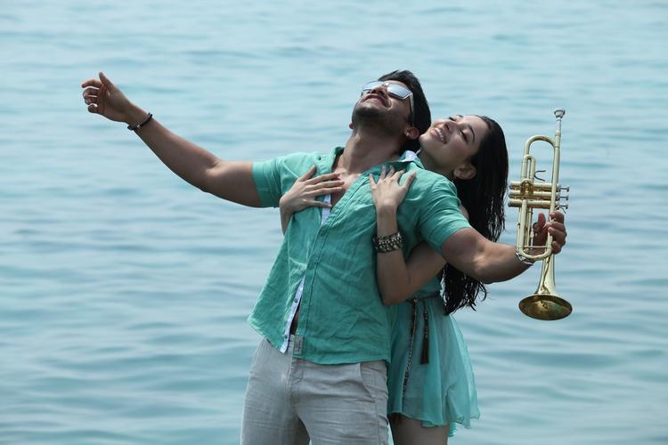 Naga Chaitanya And Tamannaah Bhatia Cool Romantic Still From Thadaka Movie