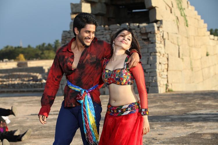 Naga Chaitanya And Tamannaah Bhatia Dancing Still From Thadaka Movie